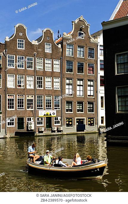 Dutch houses, Oudezijds Voorburgwal Canal, Amsterdam, Netherlands, Europe