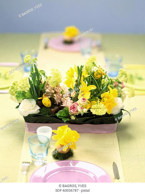 Flower decoration in the center of the table