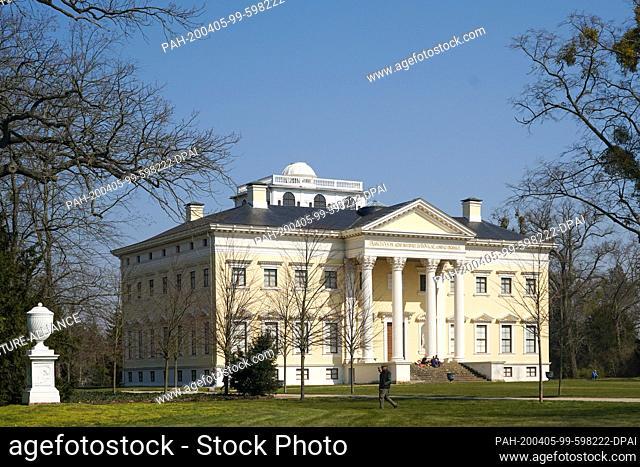 05 April 2020, Saxony-Anhalt, Wörlitz: Panoramic view to the Wörlitz Castle in the Wörlitz Park, the World Cultural Heritage Garden Kingdom Dessau-Wörlitz