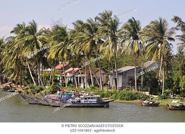 Hoi An (Vietnam): fishermen boats along the Thu Bon River