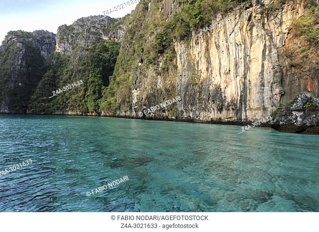 Crystal clear blu water in Losama bay in Koh Phi Phi Leh Island, Krabi Thailand