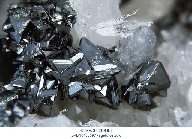 Minerals: Tetrahedrite (Copper Antimony Sulfide)
