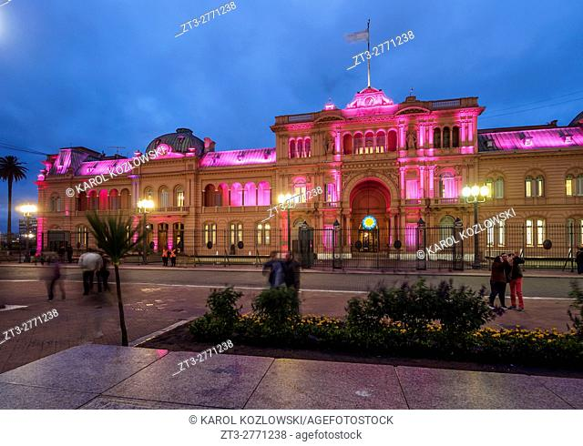 Argentina, Buenos Aires Province, City of Buenos Aires, Monserrat, Twilight view of the Casa Rosada on Plaza de Mayo