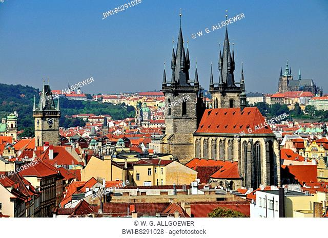 view of old city of Prague mit Teyn church and townhall, Prague castle in the background, Czech Republic, Prague