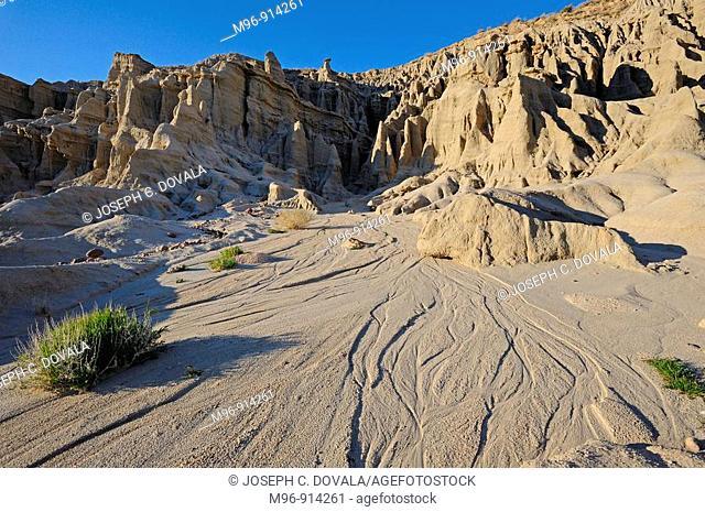 Fresh erosion pattern in desert sandstone cliff area, Red Rock Canyon, California, USA