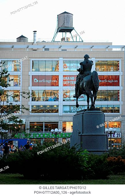 usa, etat de New York, New York City, Manhattan, Chelsea, buildings, rue, union square, statue equestre, magasin, Photo Gilles Targat