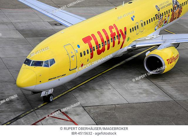 Tuifly, airplane at the roll-up area, Düsseldorf-International Airport, Düsseldorf, North Rhine-Westphalia, Germany