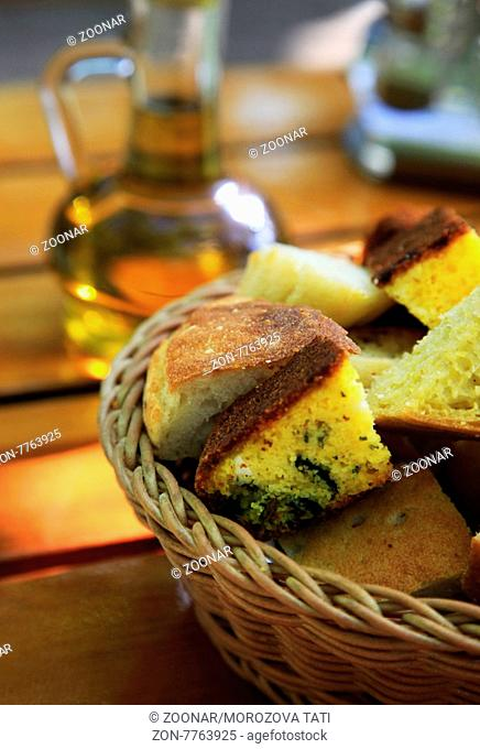 Different corn bread in a wum basket