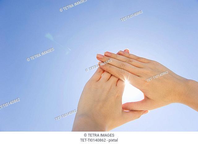 Hands framing sunshine