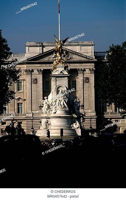 Monument in front of a palace, Buckingham Palace, London, England