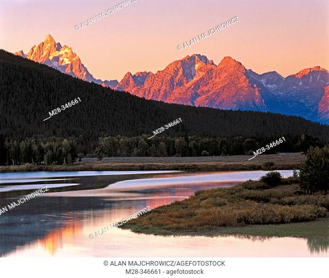 Dawn over the Teton Range from the Oxbow Bend of the Snake River. Grand Teton National Park. Wyoming. USA