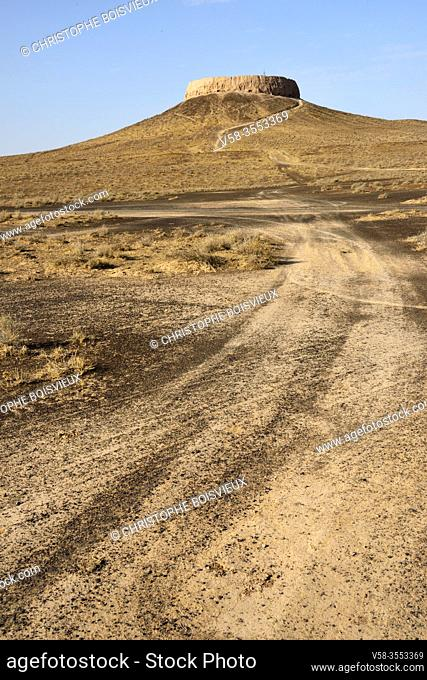 Uzbekistan, Autonomous republic of Karakalpakstan. Nukus region, Chilpyk (Chilpak) Kala, Ruins of a zoroastrian tower of silence used for the burial of the dead...