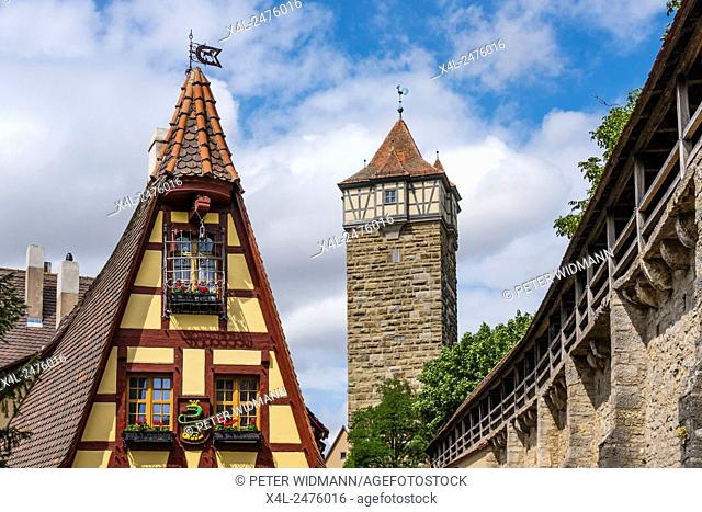 Gerlachschmiede and Roedertor gate, Rothenburg ob der Tauber, Romantic Road, Middle Franconia, Bavaria, Germany