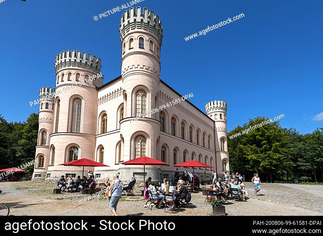 03 August 2020, Mecklenburg-Western Pomerania, Binz: Numerous holidaymakers visit the hunting lodge on the Tempelberg in the middle of the Granitz
