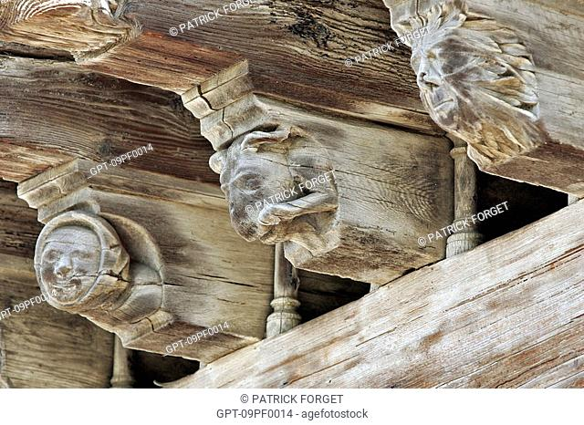 THE CONSULS' HOUSE, WITH CARIATIDS, SCULPTED WOOD 'CARICATURES' ON THE BEAMS, HALF-TIMBERED HOUSES, PLACE DES COUVERTS MAIN SQUARE, MEDIEVAL TOWN OF MIREPOIX