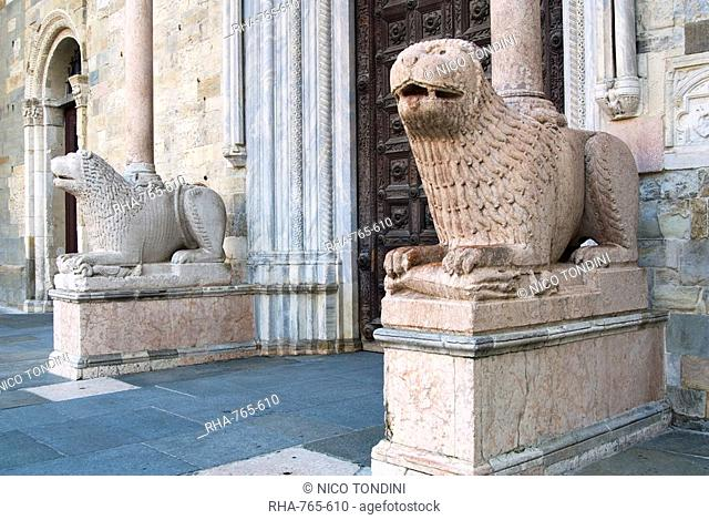 Lion statues outside the Duomo, Parma, Emilia Romagna, Italy, Europe