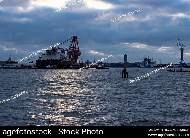 """14 January 2021, Mecklenburg-Western Pomerania, Wismar: Tugboats move into position on the Russian pipe-laying vessel """"""""Fortuna"""""""" in the port"""