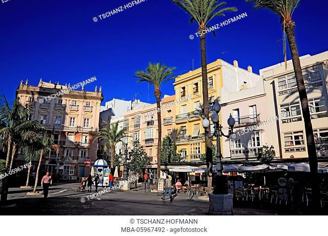 Spain, Andalusia, city of Cadiz, houses at the Plaza de San Juan de Dios