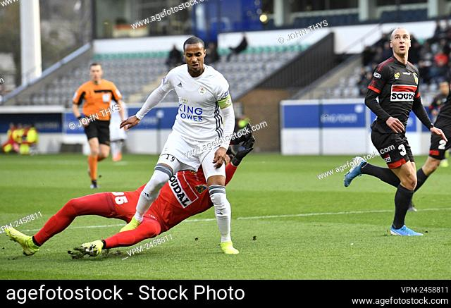 OHL's Frederic Duplus and Westerlo's goalkeeper Berke Ozer fight for the ball during a soccer match between OH Leuven and Westerlo