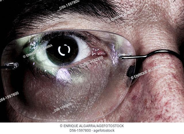 eye and glasses