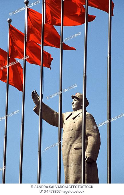 Large statue of Mao Tse-Tung in the People's Square, Kashgar, Xinjiang