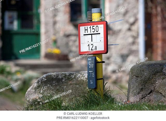 German signs for fire hydrant and gate valve, Amtswerder, Feldberg, Feldberger Seenlandschaft, Mecklenburgische Seenplatte district, Mecklenburg-Vorpommern