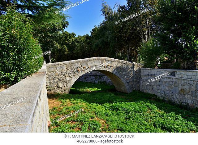 Puente de la Fragua, Romanesque bridge, 15th Century, Colmenar del Arroyo, Madrid province, Spain