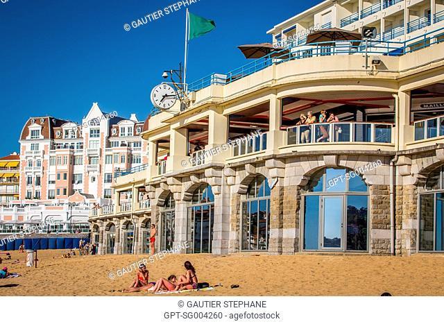 THE BEACH OF SAINT JEAN DE LUZ, BASQUE COUNTRY, (64) PYRENEES ATLANTIQUES, AQUITAINE