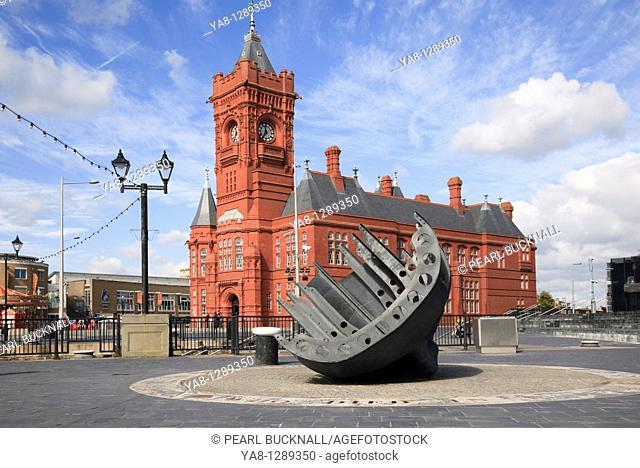 Cardiff Bay Bae Caerdydd, Glamorgan, South Wales, UK, Europe  Merchant seamen's war memorial and Pierhead building on the waterfront