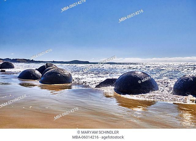 New Zealand, south island, Moeraki Boulders, spherical stones on the beach, waves