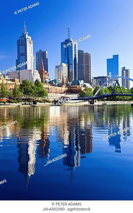 Australia, Victoria, Melbourne, buildings on bank of Yarra river