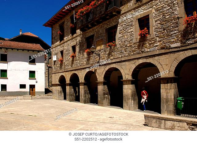 Plaza Mayor, Isaba, Valle del Salazar, Selva de Irati, Navarra, Spain