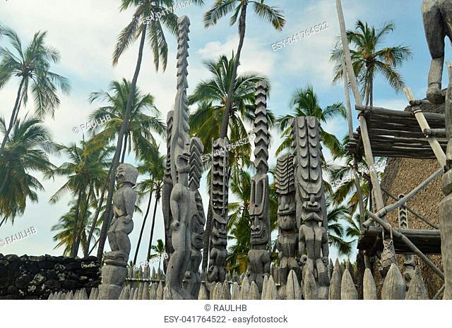 Tikis In Native Hawaiian House, Big Island, USA, EEUU
