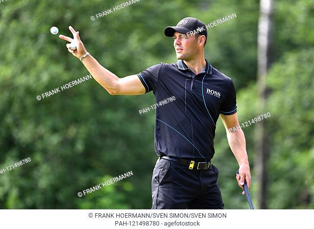 Martin KAYMER (GER), fences a ball, golf ball, action, single shot, single motif, half figure, half figure. ProAm, GOLF BMW International Open 2019 on 19
