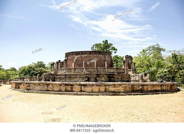 Royal palace ruins, Vatadage, circular relic building, Polonnaruwa, Sri Lanka