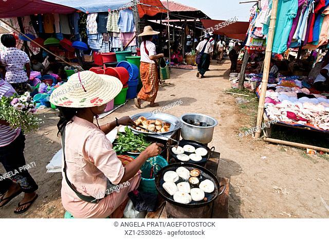 Phaung Daw market, Inle lake, Myanmar