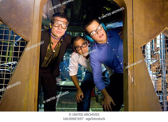 Ocean's 13 / Rusty Ryan (BRAD PITT), Danny Ocean (GEORGE CLOONEY) and Linus Caldwell (MATT DAMON), Regie: Steven Soderbergh aka