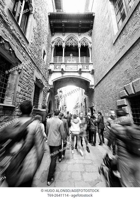 People. Obispo Irurita street(Carrer del bisbe). Gothic quarter, Barcelona