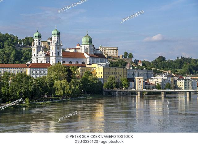 St. Stephen's Cathedral with Inn river and Veste Oberhaus fortress, Passau, Lower Bavaria, Bavaria, Germany