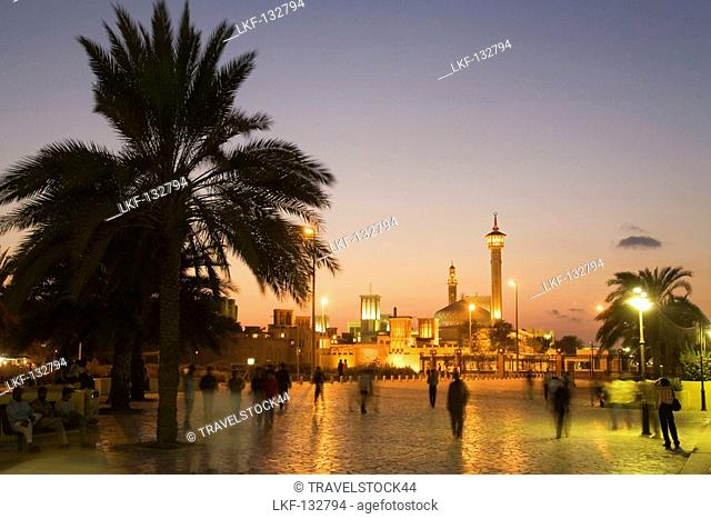 United Arab emirates Dubai, Bur Dubai, The Grand mosc, Dubai creek promenade at dusk