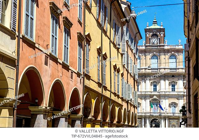 Italy, Emilia Romagna, Modena, alley with Ducal Palace in background