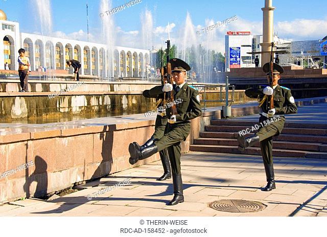 Guards marching State Historical Museum former Lenin Museum Ala-Too Square Bishkek Kyrgystan Kirgisistan Kirgisien change of guarts