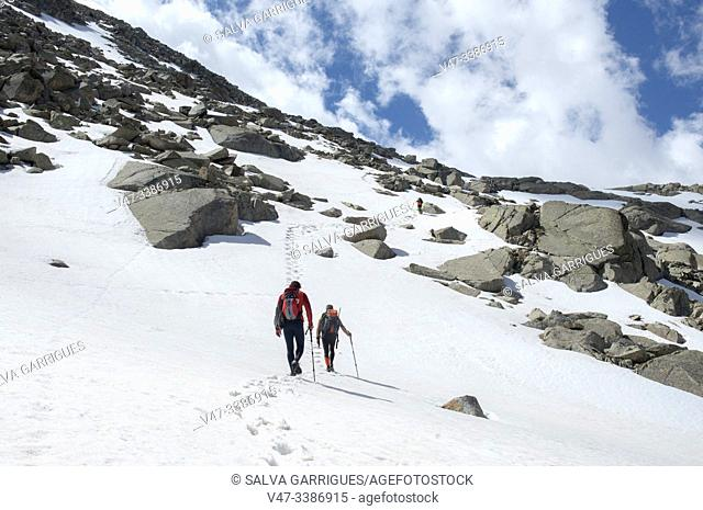 Mountaineers ascending to the peak of Vallibierna, Huesca, Aragon, Spain