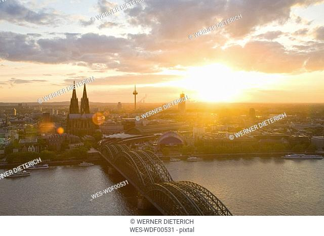 Germany, Cologne, Hohenzollern bridge and Cologne Cathedral