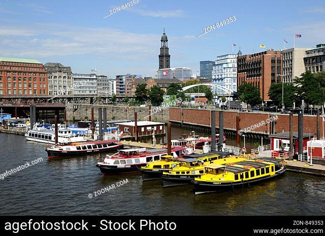 hamburg, binnenhafen, kehrwieder, kehrwiederspitze, speicherstadt, michel, kirche, stadt, baumwall, boot, boote, barkasse, schifffahrt, hafenrundfahrt, st