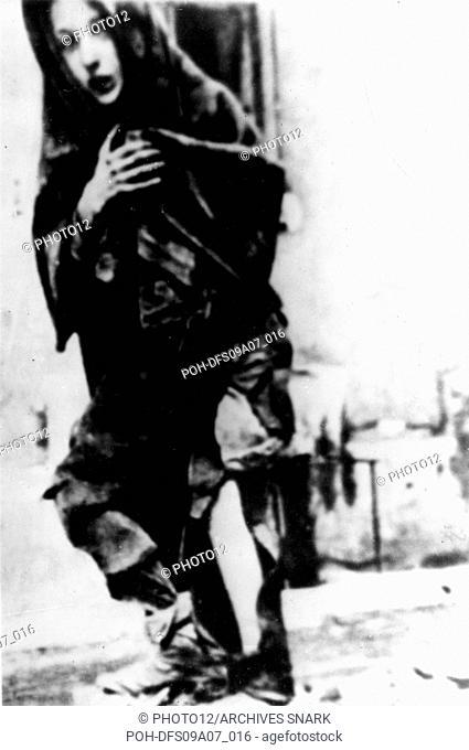 Ghetto in Warsaw. Little girl in the street 1940-1943 Poland - World War II Paris, CDJC/Institut Historique de Varsovie