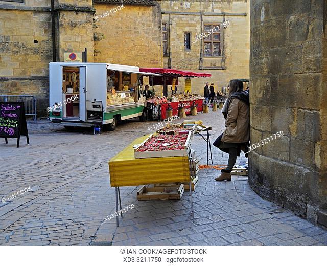 market stalls, Sarlat-la-Caneda, Dordogne Department, Nouvelle-Aquitaine, France