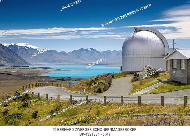 Mount John University Observatory, turquoise Lake Tekapo behind, Tekapo Highlands, Tekapo, Twizel, Canterbury Region, South Island, New Zealand