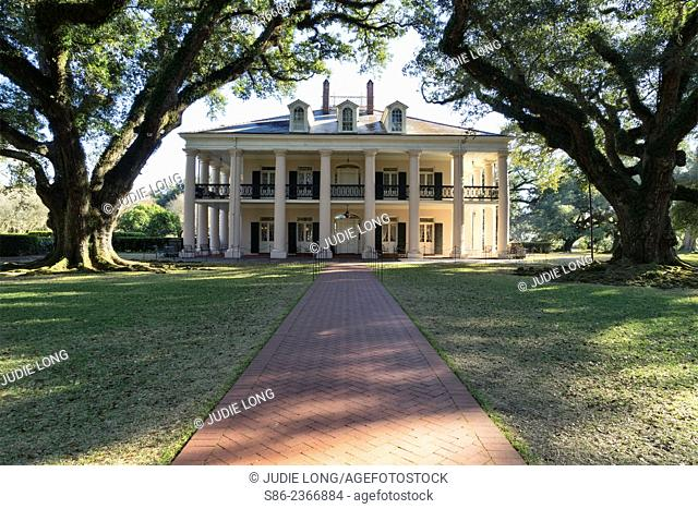 Main Home of Oak Alley Plantation, River Road, Just ourside of New Orleans, LA