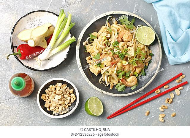 Pad thai with shrimps and tofu